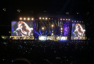 One Direction impresses Burnette with performance