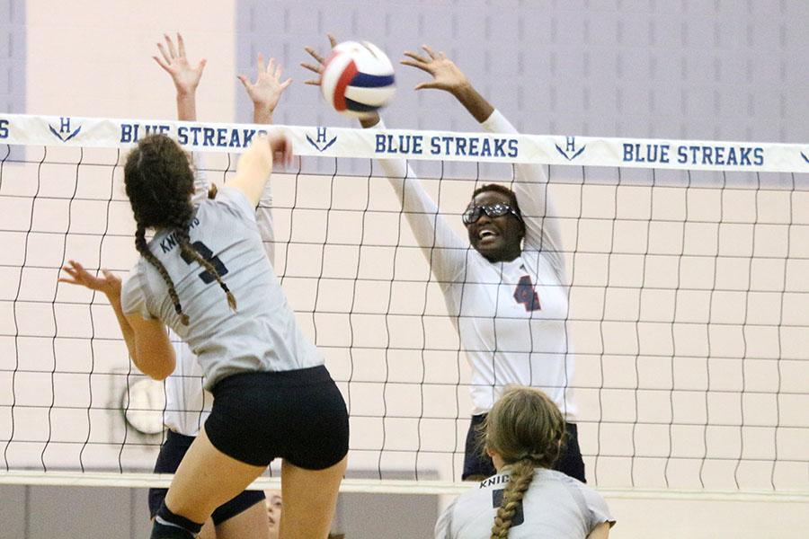 Streaks volleyball falls to Knights by close margin