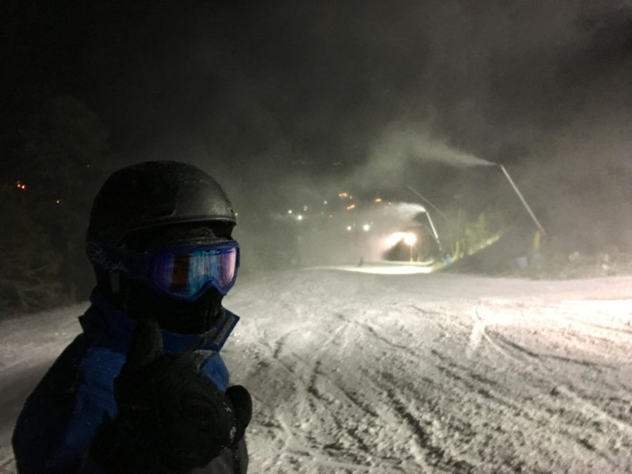 Freshman+Conor+Wells+prepares+to+go+down+the+slopes+on+paradise+at+Massanutten+Resort.