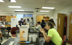 Freshmen STEM students visit JMU science facilities
