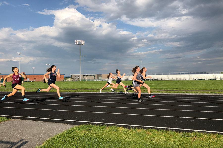 Seniors+Carissa+Roberts+and+Sydney+Harper+and+freshman+Elena+Luhn+run+the+100+meter+dash.+Roberts+reflects+on+what+made+her+last+season+great.+%22It+was+definitely+the+friends.+I%E2%80%99ve+also+gotten+some+great+tan+lines%2C+so+that%E2%80%99s+amazing.+I+love+my+relays+and+I+love+running+well%2C%22+Roberts+said.+%0A