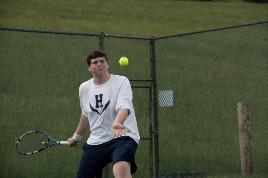 Junior+Tobias+Yoder+forehands+the+ball