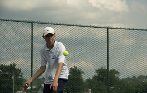 Boys tennis takes tough loss in the first round of States